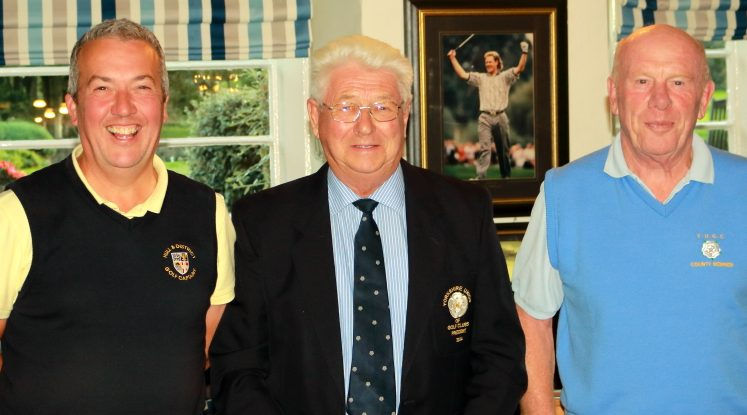 2nd place winners Messrs Illingworth and Robertson collect their prizes from Past YUGC President Mr Peter Stelling