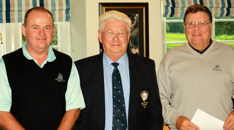 Fifth place winners Messrs Horsfall and Gledhill collect their prizes from Past YUGC President Pater Stelling